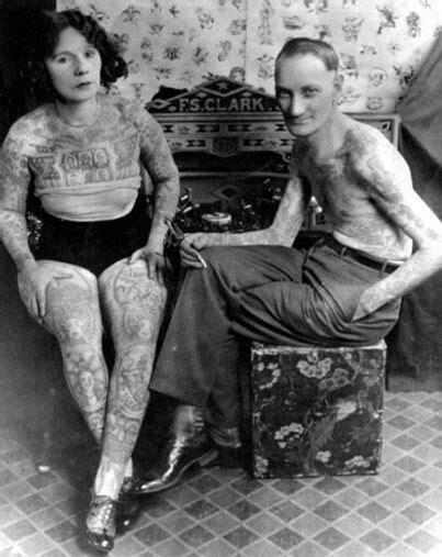 1920s photo of Cincinnati, Ohio tattoo artist Prof. F. S. Clark in his tattoo parlor | Vintage