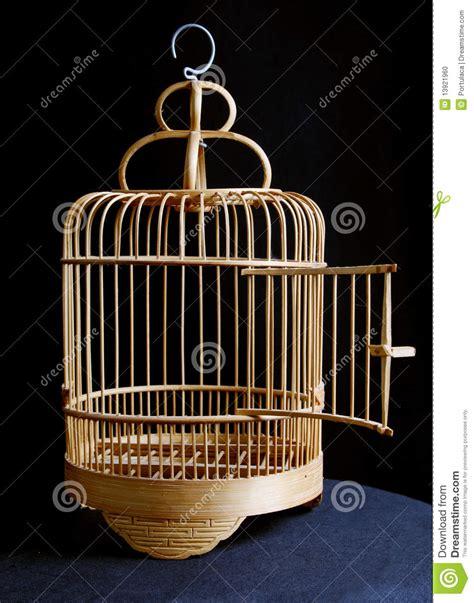 Gabbia Uccello - gabbia di uccello fotografia stock immagine di salga
