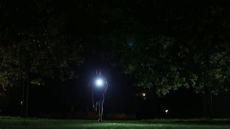 le frontale pour courir la nuit la course pour les oiseaux de nuit le cahier
