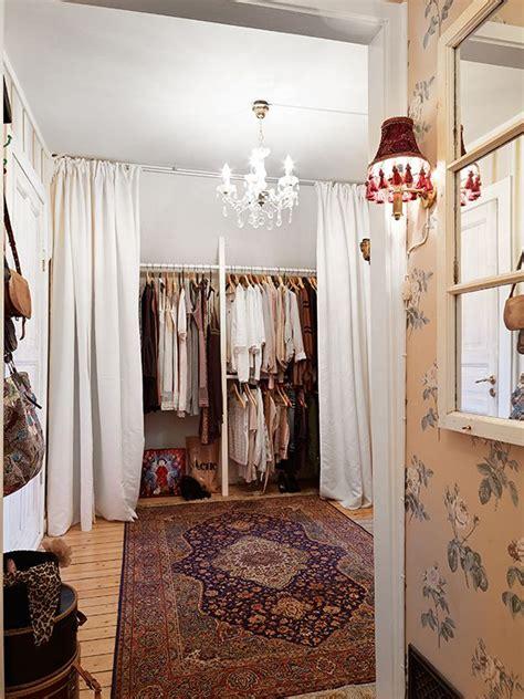 Walk In Closet Curtain by Best 20 Curtain Closet Ideas On Cheap Window
