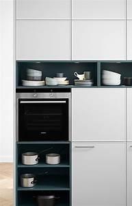 Küche Offene Regale : offene regale in smaragdgr n als design akzente ~ Markanthonyermac.com Haus und Dekorationen