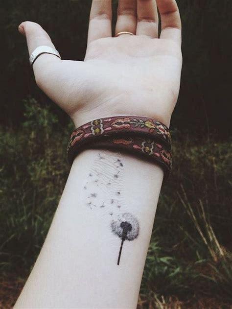idees tatouage pissenlit  tattoo dans le vent