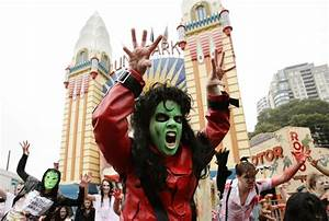 "Zombies Perform Thriller Dance At ""Thrill The World 2010 ..."