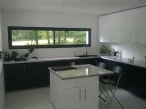 cuisine avec porte fenetre fenêtre panoramique cuisine fenêtres cuisine