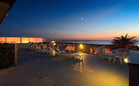 hotel eden  viareggio  sterne hotel  meer