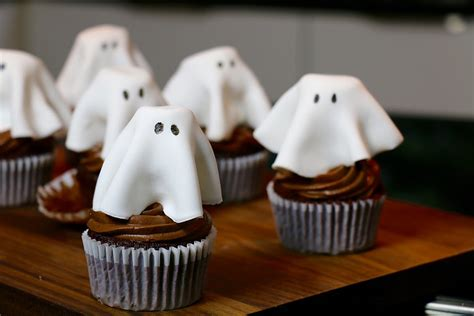 cuisine d herve recette cupcakes fantôme au chocolat faciles