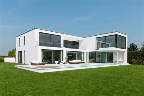 Moderne Häuser Mit überdachter Terrasse by Moderne Villa Mit Verr 252 Cktem Balkon