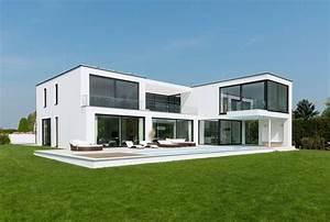 moderne villa mit verrucktem balkon With markise balkon mit moderne tapeten für esszimmer