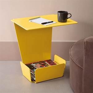 Table De Chevet Jaune : une table de chevet ou un bout de canap jaune avec un range revue et une tablette po tables ~ Melissatoandfro.com Idées de Décoration