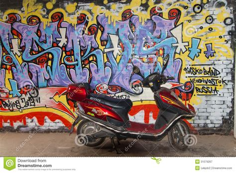 Grafiti Motor : Motor Cycle And Art Graffiti Wall At 798 Street,beijing