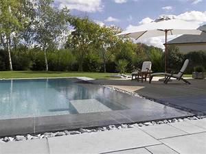 Renover sa piscine la tendance est au gris piscines for Margelle piscine grise anthracite 10 plage et terrasse de piscine en pierre piscines carre bleu