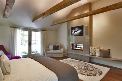 Bedroom Above Fireplace by 17 Impressive Master Bedrooms With Fireplaces Style