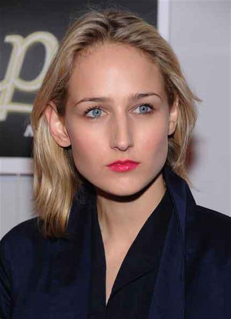 Leelee Sobieski Short Wavy Cut Hairstyles   Zntent.com