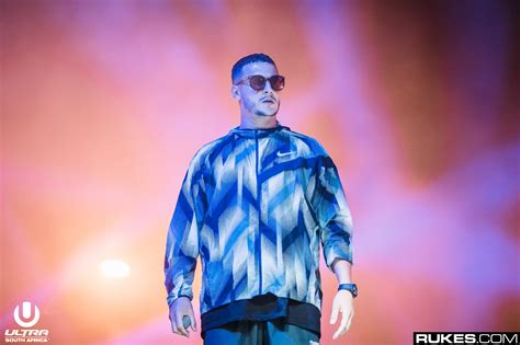 dj snake when the lights down dj snake unleashes brand new id at massive show in paris