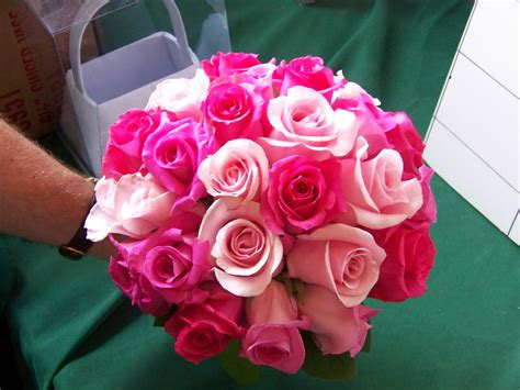 This Beautiful All-rose Bouquet Mixes Hot