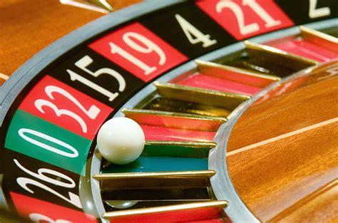 gambling addiction signs symptoms treatment