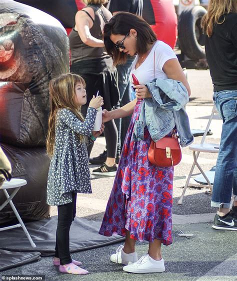 Jenna Dewan bonds with daughter Everly at farmers market ...
