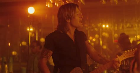Keith Urban Gets Funky With Dancers In 'never Comin Down