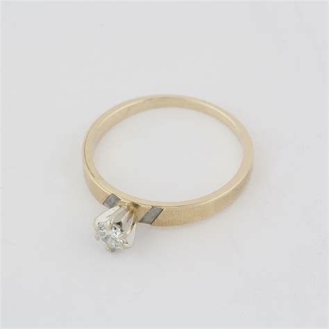 pre owned 14 karat yellow gold solitair engagement ring