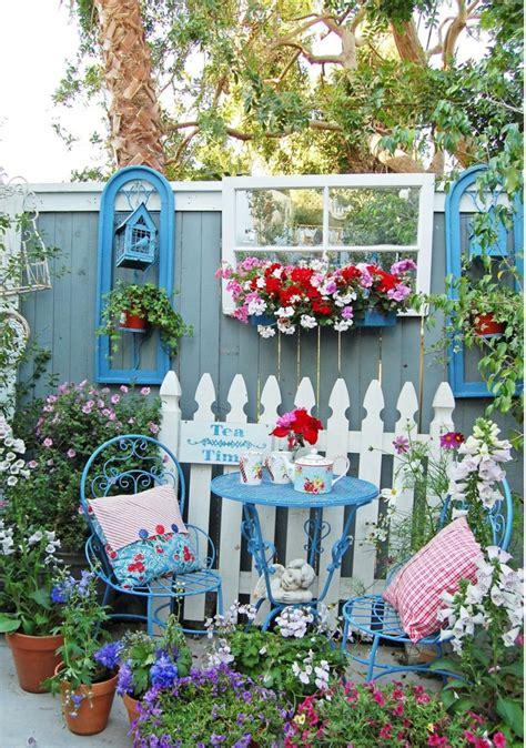 gartenzaun als deko den gartenzaun kreativ und interessant dekorieren 33