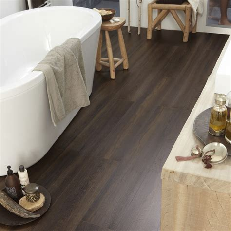 Laminate flooring with wood effect Aquastyle 832 by TARKETT
