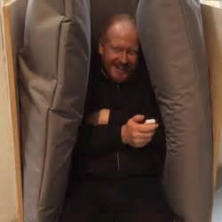 orgasme au bureau un orgasme au bureau grâce à ce fauteuil qui fait des câlins