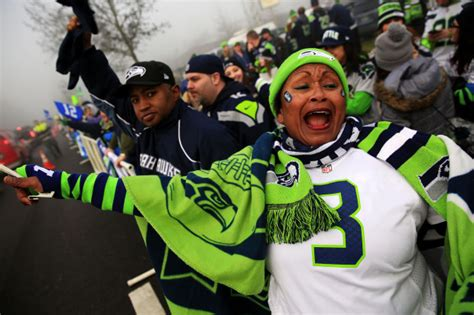 fans   thousands   seahawks    york
