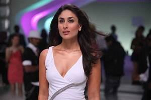Download Kareena Kapoor Hot Cleavages Wallpaper HD FREE