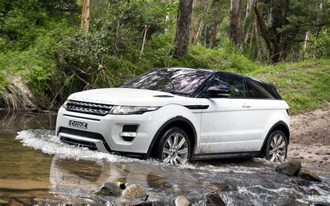 Land Rover Car :  Range Rover Evoque (finally) Goes