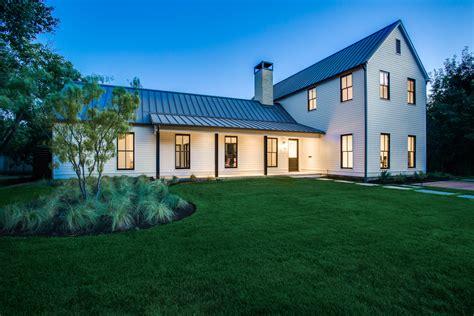 urban farmhouse  dallas   instant classic builder