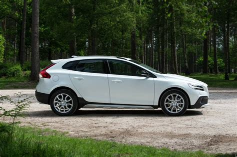 Review Volvo V40 Cross Country by Volvo V40 Cross Country Review Car Review Rac Drive