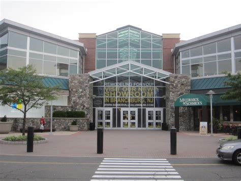 some bridgewater mall stores to open thanksgiving