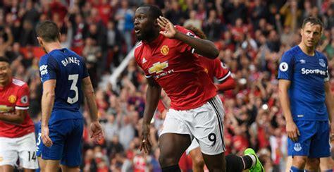 Man United thrash Everton