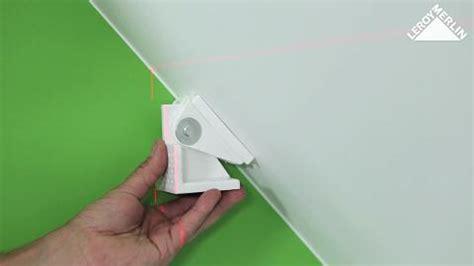 comment installer un placard de rangement sous pente