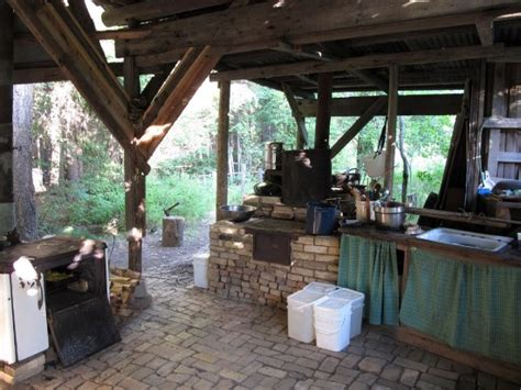 Eclectic Outdoor Kitchen Ideas