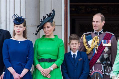 Britu princis Edvards paziņo, ka viņa bērni nepildīs ...