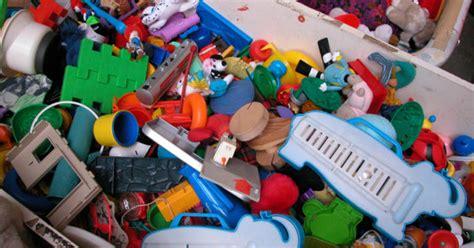giftiga leksaker vanliga   hand butiker mabra