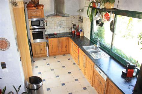 cuisine avec frigo americain integre l 39 espace jour de villa magarre