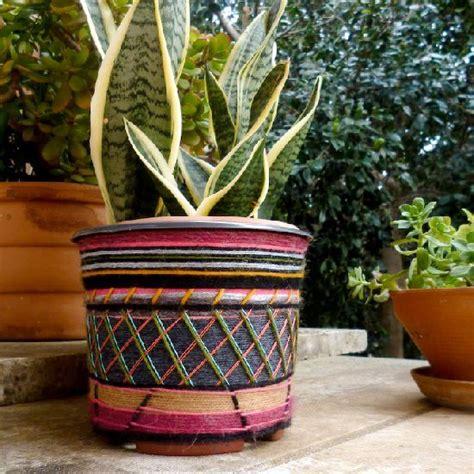 decorate  plastic flower pot  yarn leftovers