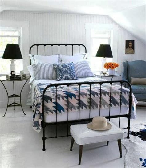 chambre couleur bordeaux lit en fer forgé pour votre chambre de rêve