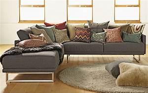 Sectional sofa pillows how to arrange throw pillows on a for Sectional sofa how to arrange