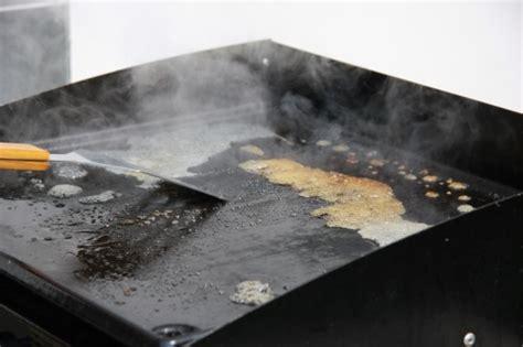comment cuisiner plancha comment nettoyer une plancha à gaz ou électrique
