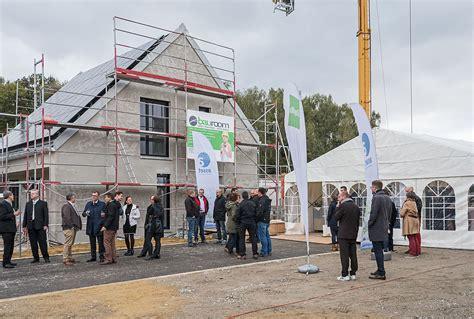 Erste Effizienzhaus Plus Siedlung Deutschlands by Richtfest Der Ersten Effizienzhaus Plus Siedlung In