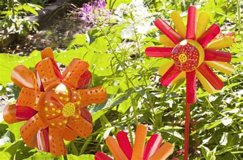 Garden Crafts : Plus Other Fun Nature Arts And