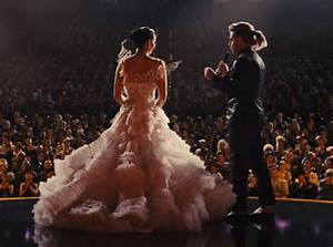 Jennifer Lawrence wedding dress back the hunger games 2 ...