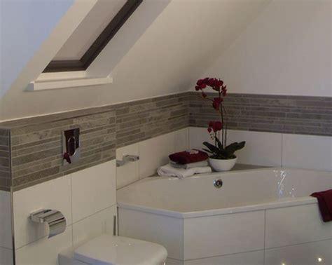 Kleines Badezimmer Mit Dachschräge Fliesen by Badezimmer In Dachschrge Malerei Homeautodesign