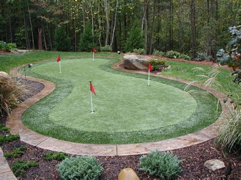 How To Make A Putting Green In Backyard by Best 25 Backyard Putting Green Ideas On Golf