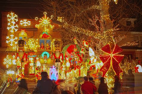 The Best Us Neighborhoods To See Holiday Lights In 2014