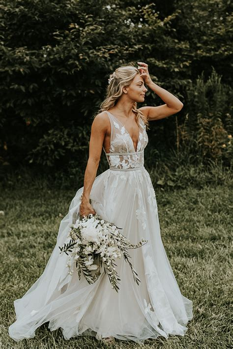 20 Utterly Romantic Wedding Dresses For The Fashion
