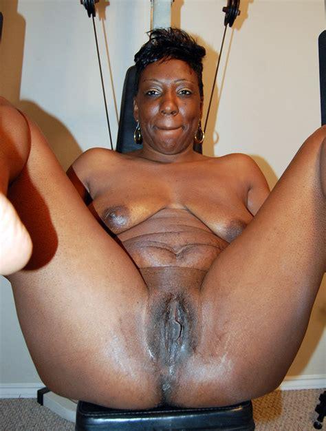 Dirty Ebony Washing Herself To Get Fresh Hood Tube
